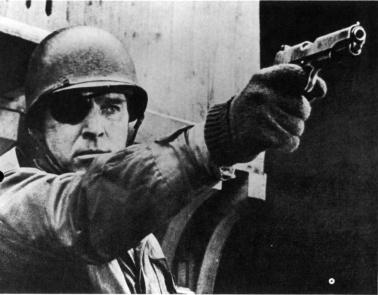 Major Abraham Falconer (Burt Lancaster) dans Un château en enfer