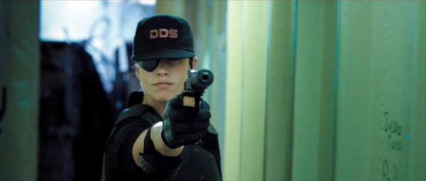 Eden Sinclair (Rhona Mitra) dans Doomsday