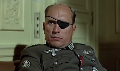 Max Radl (Robert Duvall) dans L'Aigle s'est envolé