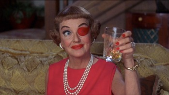 Mrs. Taggart (Bette Davis) dans The Anniversary