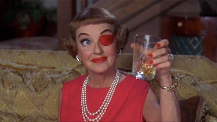 Mrs. Taggart (Bette Davis) dans The Anniversary