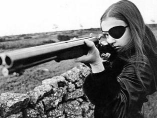 Frigga/Madeleine (Christina Lindberg) dans Crime à froid